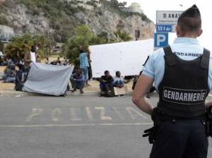 Ventimiglia, Francia mura frontiera e rispedisce migranti: sit-in e sciopero fame