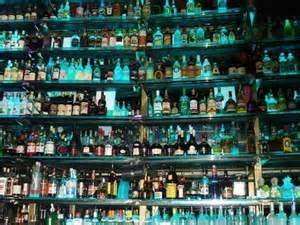 Rivendita di liquore contraffatto a Mumbai