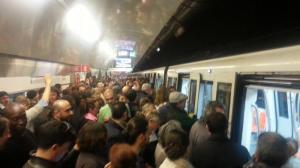 """Roma caos trasporti, parlano i cittadini: """"Che vergogna la nostra metropolitana"""""""