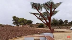 VIDEO YouTube. Smartphone, in Israele albero fotovoltaico per ricaricarlo