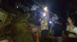 India, crolla palazzo a Mumbai: morti e molti intrappolati