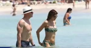VIDEO - Aida Yepsica, vacanza romantica a Formentera col fidanzato Roger Jenkins