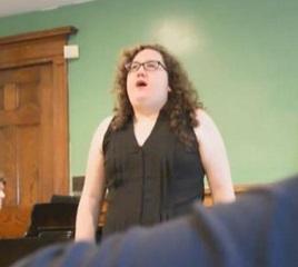 """Annie Titus canta """"Think of me"""": sul web è nata una nuova stella"""