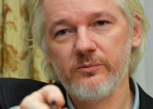 """Julian Assange chiede asilo, Francia glielo nega: """"Non è in pericolo"""""""