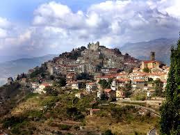 Bajardo (Imperia) 350 abitanti: arrivano 30 profughi. Consiglio Comunale si dimette