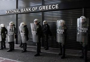 """Grecia, dopo referendum. Tv: """"Da lunedì proibito prendere contanti da cassette sicurezza"""""""