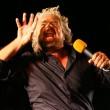 """Beppe Grillo da Atene: """"Potere al popolo e non alle banche"""""""