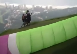scontro tra 2 parapendii in cielo sopra Rio De Janeiro