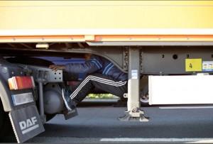 Calais, migrante muore nel tunnel sotto la Manica