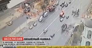 Camion slitta e finisce sui pedoni che attraversano: tragedia sfiorata, 2 feriti