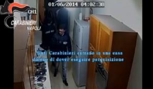 Napoli, rapinavano abitazioni vestiti da carabinieri: 13 arresti