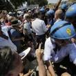 Casal San Nicola (Roma) contro i profughi: scontri fra CasaPound e polizia FOTO