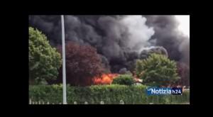 VIDEO YouTube Incendio sfasciacarrozze tra Colleferro e Segni: 200 auto bruciate
