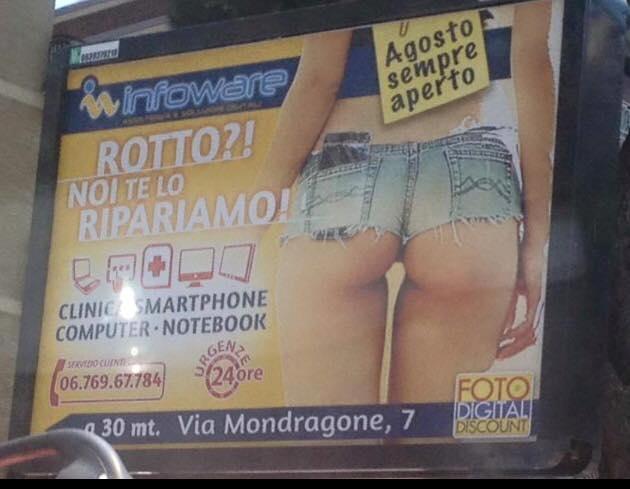 """Roma, cartellone con lato B: """"Rotto? Te lo ripariamo noi"""" FOTO"""