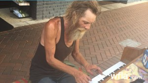 VIDEO YouTube - Donald Gould, senzatetto pianista star del web...e della Florida