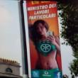 """Trans Efe Bal sui manifesti Lega Nord FOTO, leghista Polledri: """"Che tristezza"""""""