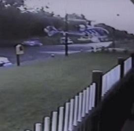 Dublino, atterraggio disastroso: elicottero si schianta su un pub