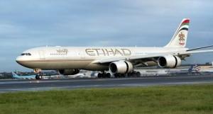 James Andres Barros denuncia Etihad: vicino di aereo è grasso, tossisce e sputa
