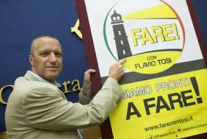 """Flavio Tosi lancia il suo movimento Fare: """"E' l'alternativa a Renzi"""""""