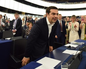 Guarda la versione ingrandita di Alexis Tsipras al Parlamento Europeo (Ansa)