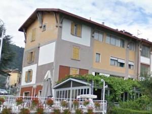 """Parre (Bergamo), """"hotel ospiterà migranti"""". Imprenditori lo comprano per evitarlo"""