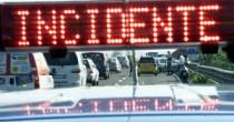 Incidente su A1  tir di traverso perde mattoni Code per 7 km