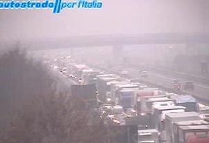 Autostrada A1 chiusa tra Arezzo-Valdarno, incidente con morto. Dove uscire, strade alternative