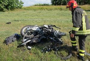 Battipaglia, incidente mortale: autocarro contro moto, morto centauro