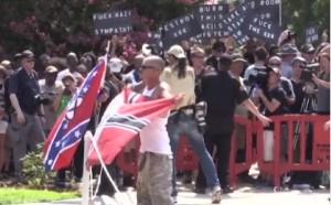 VIDEO - Usa: Ku Klux Klan in strada con svastiche e insulti ai neri
