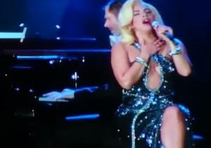 Un momento dell'esibizione di Lady Gaga