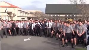 Nuova Zelanda, in 1700 eseguono la danza Maori al funerale del professore