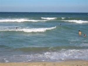 Oneglia (Imperia), padre muore per salvare figlio nel mare mosso