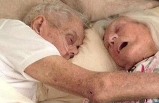 San Diego, muoiono abbracciati dopo 75 anni di matrimonio: Foto commuove il web