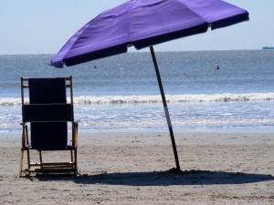 Paestum, uomo s'accascia a suolo e muore in spiaggia: stava smontando ombrellone