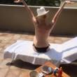 Patty Pravo topless in terrazza: a 67 anni un fisico da ragazza FOTO2