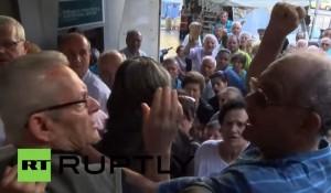 Atene, botte tra pensionati in fila davanti alla banca