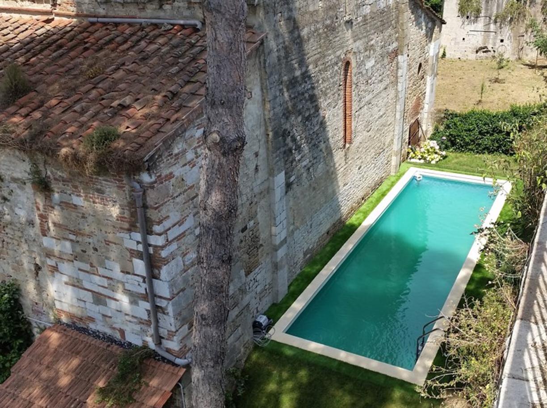 Pisa piscina abusiva dietro la chiesa sconsacrata di san zeno blitz quotidiano pisa - Piscina di venaria ...