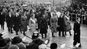 Windsor: dopo saluto nazi Elisabetta, film tv su Filippo e sorelle con Hitler