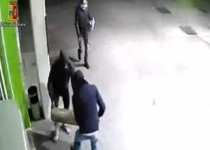 VIDEO YouTube - Furti con spaccata a bar e tabacchi: arrestati 5 romeni