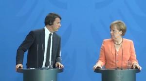 """VIDEO YouTube. Matteo Renzi parla troppo veloce, qualcuno impreca: """"Porca l'oca"""""""