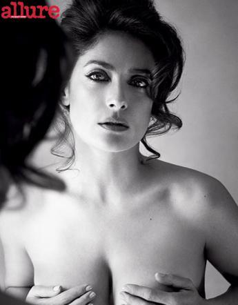 """Salma Hayek, topless per il magazine Allure: """"Mai fatto botox"""""""