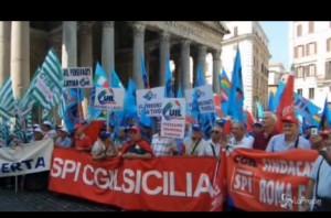 Pensioni: sciopero pensionati al Pantheon contro decreto VIDEO