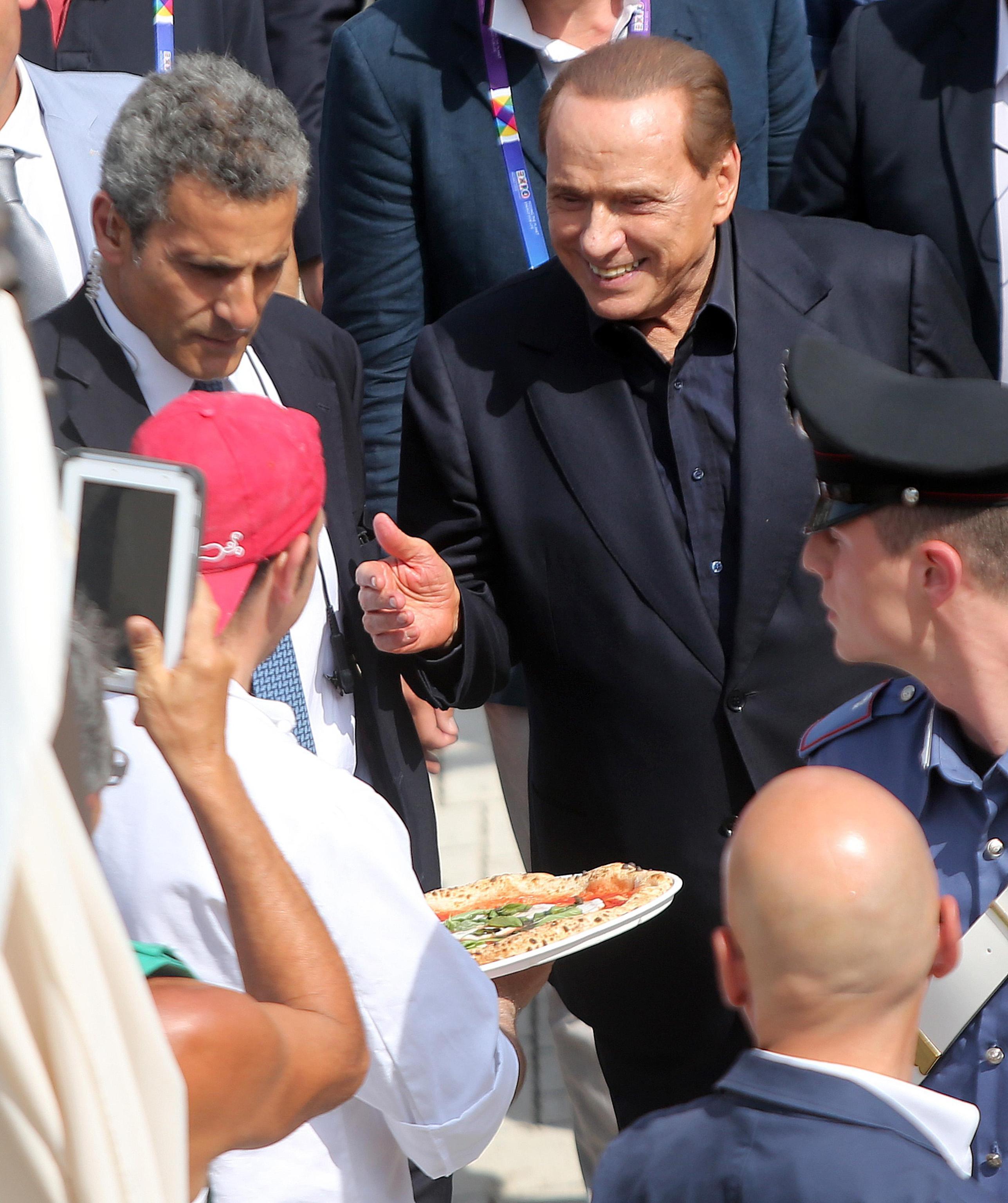 Berlusconi regalo 200mila euro a chi dimostra che ho for Regalo a chi