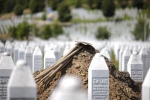 Srebrenica, polizia di Belgrado vieta manifestazioni per i 20 anni della strage