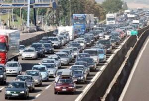 Vacanze e traffico: 8 agosto da bollino nero, poi rosso il 1°, 2, 7 e 9...