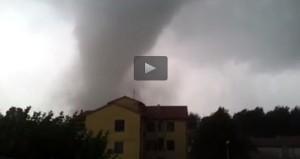 VIDEO YouReporter - Tromba d'aria a Mira (Venezia): pioggia e grandine al Nord