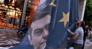 Grecia: per Tsipras ora battaglia per restare leader. Unità nazionale de facto