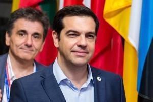"""Grecia, Syriza si spacca. Varoufakis attacca Tsipras: """"Ha ceduto"""". nazionalisti non voteranno"""