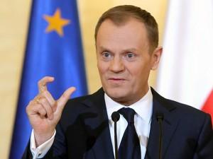 """Grecia. Ore 6, il polacco Tusk salva l'euro: """"Di qui non si esce"""""""