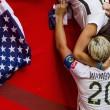 Mondiali calcio femminile: Abby Wambach, attaccante Usa bacia moglie